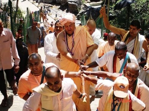 H H Jayapataka Swami in Tirupati 2006 - 0039 por ISKCON desire  tree.