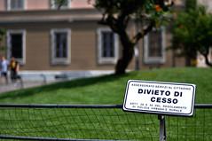 questo sì che è un assessorato (Camallo) Tags: piazza duomo cartello piacenza segnale cesso divieto tabella aiuola