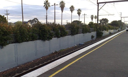 Bentleigh station, with clean walls