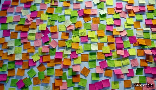 Un mar de notas de color