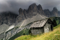 barn near Sella (Youronas) Tags: italy mountains alps nature landscape val alpen sella dolomites dolomiti gardena dolomiten grdnertal