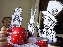 Av Gama, Tea Party Shop Window (Casa Ruim) Tags: pastelaria teaparty aliceinwonderland servio lewiscarroll montra alicenopasdasmaravilhas avgama casaruim