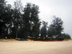 Trasi Beach, Fishermen's Boats (Amitava Guha) Tags: sea india coastal karnataka mangalore konkan kundapur nh17 indiansea indianbeaches maravathe trasibeach