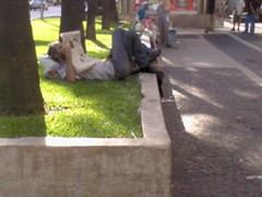 (biazita_) Tags: jornal paulo são mendigo paulista pobreza lendo