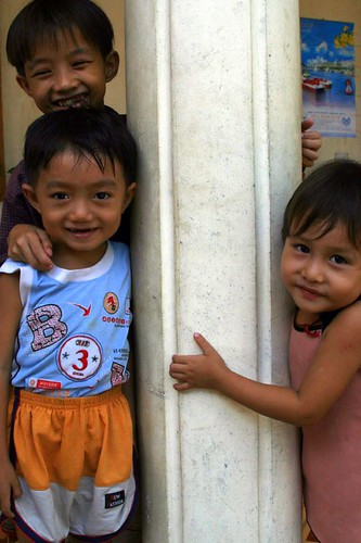 Children of the rice-paper-making family