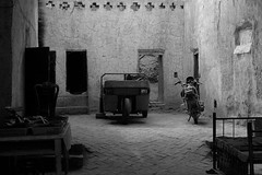 DSC_1118_tuyuguo_courtyard (kdriese) Tags: china blackandwhite house muslim courtyard uighur xinjiang silkroad turpan taklamakan turfan nikond200 may2007 kendriese tuyuguo