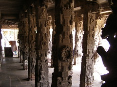 intricate sculptured pillars of kanchi temple (pallav moitra) Tags: beach temple tamil nadu kanchipuram mamalapuram