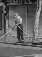portrait (310875) Tags: road street summer portrait bw white man black tree water japan shop japanese kyoto working wb    kiyamachi  laybor sprincle