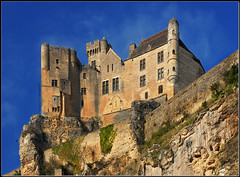 the castle on the edge of the cliff (David Giral | davidgiralphoto.com) Tags: david france castle rural nikon village dordogne villages medieval perched d200 chateau beynac perigord giral perch nikond200 18200mmf3556gvr cazenac nohdr copyrightdgiral davidgiral pitorresque pitorresques ruraux
