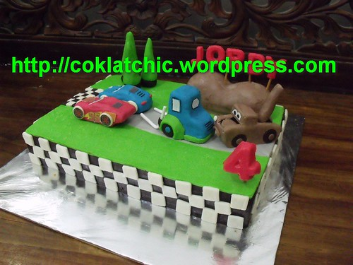 day cake LIGHTNING Mc QUEEN dgn temen2nya spt SALLY,MATER n GUIDO ...