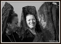 Sonrisa y recogimiento - Alicante (Gabriel Bermejo Muoz) Tags: espaa santacruz church smile saint easter spain europa europe catholic christ god maria traditional mary religion jesus culture iglesia fraternity pascua holy virgin alicante cruz passion week sonrisa christianity procession tradition catholicism religions virgen velo cultura santo nazareno semanasanta dios procesion jesuschrist tradicion holyweek pasion pasos catolico tradicional mantilla penitente jesucristo catolicismo cristianismo manolas costaleros crucified crucis