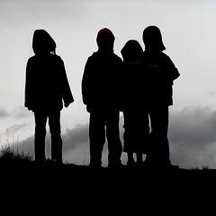 [フリー画像] [人物写真] [子供ポートレイト] [シルエット] [集団/グループ]       [フリー素材]