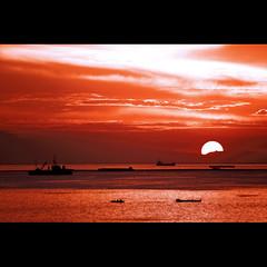 tangerine dreams and marmalade skies (DocTony Photography) Tags: ocean sunset sea sky orange sun mountain water tangerine bay boat interestingness twilight bravo skies ship philippines vessel explore manila manilabay magicdonkey aplusphoto flickrplatinum doctony bratanesque