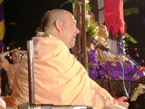 H H Jayapataka Swami in Tirupati 2006 - 0063 por ISKCON desire  tree.