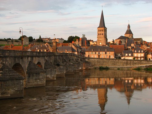 Sun sets at La Charite?-sur-Loire. Photo: Nick Thompson