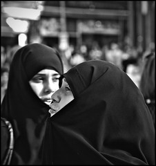 Istanbul (Francesco Baldiotti) Tags: street bw blackwhite donna women raw hijab almostbw award istanbul bn explore donne ritratto 43 turchia carsaf diefrau olympuse410 diedame zuikoomlens