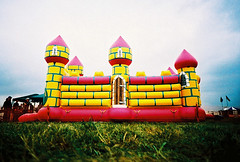 i'm the king of the castle (lomokev) Tags: pink castle yellow lomo lca xpro lomography crossprocessed xprocess low lomolca airshow agfa jessops100asaslidefilm agfaprecisa bouncy lomograph agfaprecisa100 cruzando precisa raffairford airtattoo ratseyeview jessopsslidefilm file:name=070725lomolcaplusa58