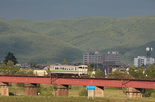Kiha40 diesel train goes accross Sorachi river