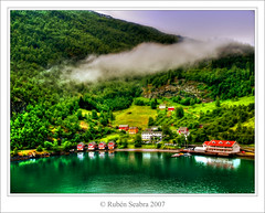 Flaam, Flam, Flm - Norway (*atrium09) Tags: travel houses mountain reflection norway landscape bravo olympus reflejo noruega reflexo soe hdr flm flam patrimoniomundial patrimoniodelahumanidad photomatix flaam magicdonkey outstandingshots atrium09 anawesomeshot holidaysvancanzeurlaub 200750plusfaves rubenseabra