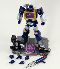 Custom Revoltech Soundwave (revlimit) Tags: toys explore transformers nikkor done lightbox ais soundwave kitbash manuallens customfigure laserbeak revoltech explore39 nikond40 nikkor55mm28micro 55mm28macro