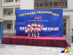 Cheerleaders at Software Freedom Day