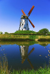 The Damme Windmill (Vainsang) Tags: windmill moulin canal nikon creative bruges moment flanders flandres damme vlaanderen greatphotographers 50faves 25faves d40x vanagram paololivornosfriends