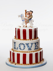 Vintage Love (Bettys Sugar Dreams) Tags: horse love cake vintage germany circus stripes weddingcake hamburg carousel fimo popcorn pferd hochzeitstorte torte fondant torten caketop hochzeitstorten motivtorten tortenfiguren bettinaschliephakeburchardt karusselpferd cricutcake bettyssugardreamsbetty
