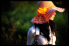 Orange corner (Lefty Jor) Tags: hk orange sunlight girl hat hongkong day dof bokeh misu 50mmf12 d700