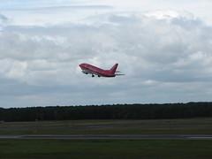 Boeing 737 der hlx.com in TXF