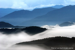 Flowing Clouds, Wu-Cheng Village (*Yueh-Hua 2013) Tags: longexposure cloud fog canon eos fantasy  wonderland pimiento soe 30d nantou  naturesfinest   nantoucounty  canoneos30d horizontalphotograph   shieldofexcellence canonef70200mmf4lisusm is superaplus aplusphoto onlyyourbestshots  l  wucheng 2007august wuchengvillage yuchihtownship