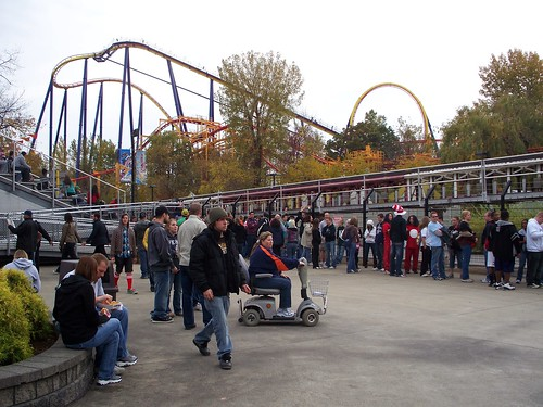 Cedar Point - Top Thrill Dragster Line