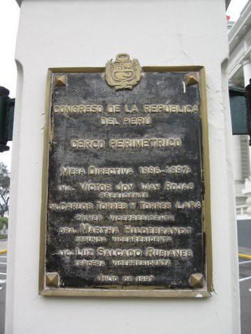 Placa de verguenza cierra Plaza Bolivar (by javi270270)