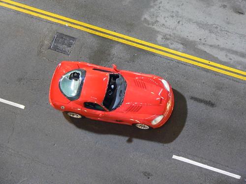 Auto rojo de Se Busca Wanted