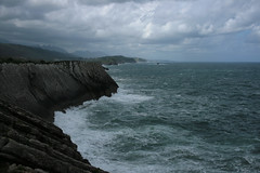 ACANTILADOS DE SANTIUSTE (MIGUEL (in)) Tags: ocean sea espaa canon eos mar spain bravo waves asturias cliffs olas llanes miguelin asturies acantilados cantbrico canonefs1855mmf3556 400d ltytr1 santiuste migueluceda