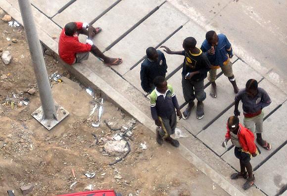 Des enfants de la rue sur le boulevard du 30 juin, à Kinshasa