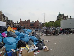 garbage near centraal station