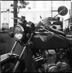 Honda (michele_brl - (www.unintentional.org)) Tags: light urban blackandwhite bw milan vintage honda faro shiny milano d76 moto motorcycle motor fp4 biancoenero supersport selfdeveloped motocicletta motore biometar michelebrl autaut arax88 luccicante canoscan900f