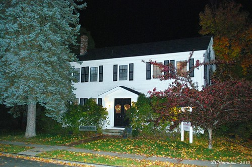 The Chapman Inn at night