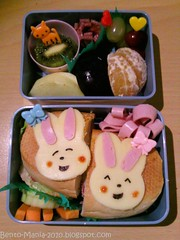 What's so funny?...heeheheehe... (charsiubau1) Tags: cute japan children lunch japanese sandwich lunchboxes bento boxes lunchbox japanisch bentoboxes bentolunchbox kidslunch charaben kyaraben bentofürkinder kinderbento