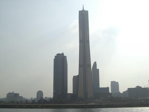 Vista desde lejos del Edificio 63