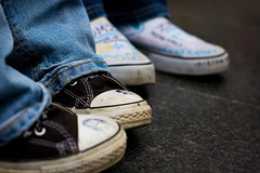 Un-named All Stars wearer #25 of 100 (r c hill photography) Tags: street portrait white black feet canon shoe unguessed shoes all dof miltonkeynes drawing small jeans converse taylor chuck shallow marble chucks starts 30d ef50mmf14usm 100strangers