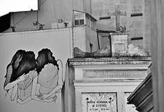 murió maria adriana de esteves. sus amigas, desconsoladas. (quino para los amigos) Tags: friends cemetery wall dead pared tristeza hug paint grafitti jesus cementerio tumba muerte recoleta abrazo pintura