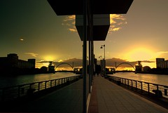 In the city (Nicolas Valentin) Tags: city bridge sunset sky reflection river scotland clyde glasgow ecosse mywinners abigfave nicolasvalentin diamondclassphotographer