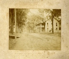 1890 Colonial Inn