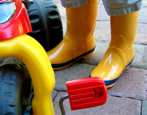 yellow kids children play rubberboots 20060808kids