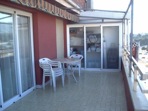 Gran terraza de 20 m2. Solicite más información a su inmobiliaria de confianza en Benidorm  www.inmobiliariabenidorm.com