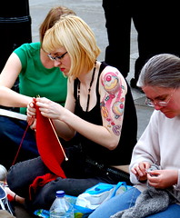 World Wide Knit in Public Day 2007 by Todd Huffman. Used under Creative Commons.