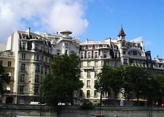 P1010252 (oxpride85) Tags: paris monuments bateauxmouches laseine