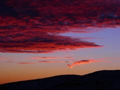 ...Di nuovo rosse! - ...Red again! (pepe50) Tags: montagna appennino italy alba nuvole sole neve inverno supershot bravo pepe50 travel party canon flickr imac apple abigfave