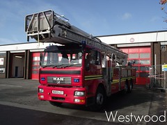 WMFS Hydraulic Platform E014 (Jack Westwood) Tags: west station fire hp birmingham tl service incident attendance alp e1 feuerwehr a2 aston walsall midlands in usar prl wrl wmfs a021 e014